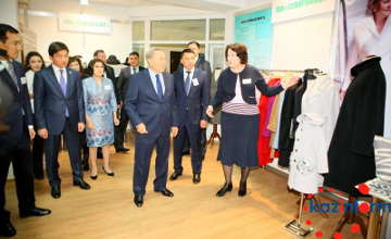 Мемлекет басшысы Алматыдағы тігін кәсіпорнының мүмкіндігін бағалады