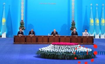 纳扎尔巴耶夫要求政府审视财政预算
