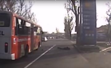 Транспортники Алматы прокомментировали видео с «выпавшим» пассажиром автобуса