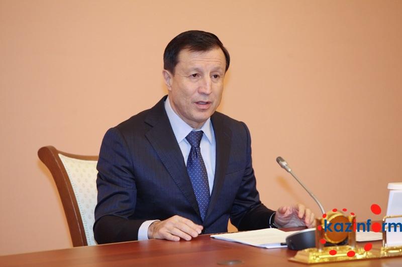 贾克瑟别科夫:修宪后议会有权解除政府各部部长职务