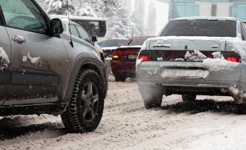 В Алматы из-за снегопада произошло 80 ДТП