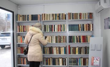 В Петропавловске на «умной» остановке открыли первую уличную библиотеку (ФОТО)