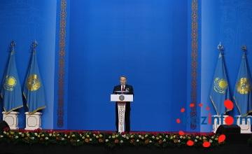 纳扎尔巴耶夫在表彰大会上对今年国家整体发展状况做出简要总结