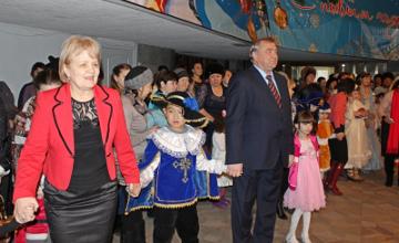 На елке акима Экибастуза первыми побывали особенные дети (ФОТО)