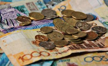 С января 2016 года казахстанцы будут получать повышенные пенсии и пособия