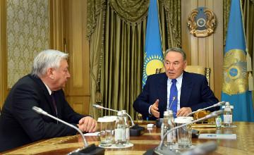 纳扎尔巴耶夫总统接见马吉利斯议长贾克波夫