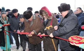 Қарағанды облысында фермер туған Түгіскен ауылына спорт кешенін сыйлады (ФОТО)