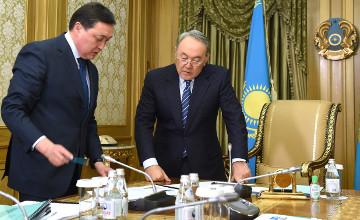 纳扎尔巴耶夫总统接见国家铁路股份公司总裁