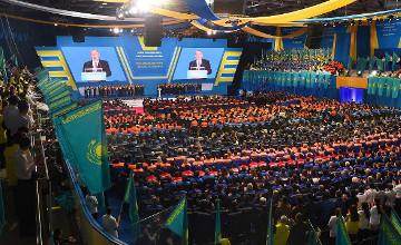 """纳扎尔巴耶夫:劳动是永远不会贬值的""""钞票"""""""