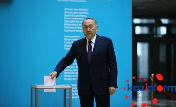 纳扎尔巴耶夫:新一届议会应当给予我国现行政府完成反危机计划的机会