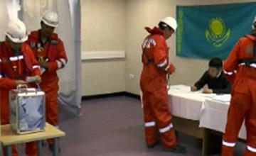 В Атырауской области  проголосовали 3 тыс. нефтяников-вахтовиков