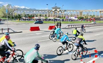 Almaty mayor, Miss Kazakhstan-2014 partake in bicycle race (PHOTO)