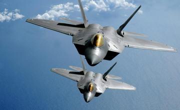 美国F-22战机飞抵黑海基地 加强在东欧军事部署