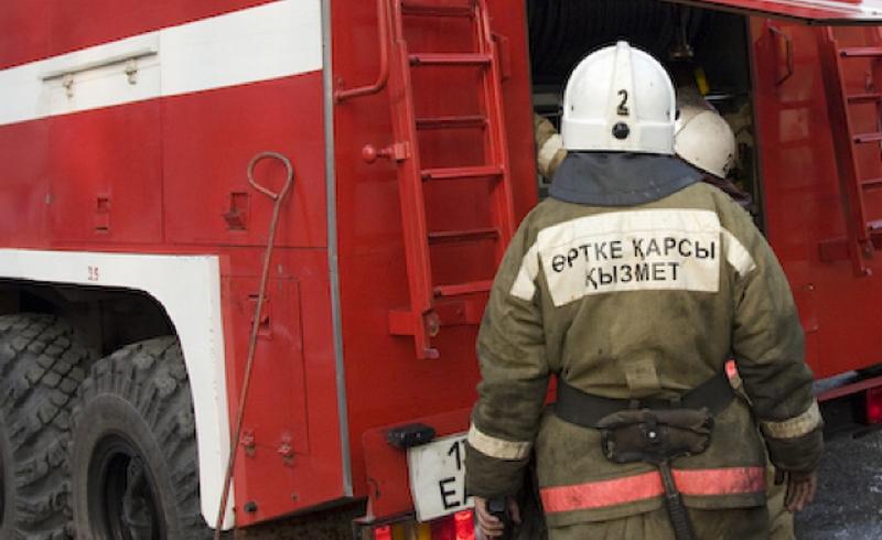 В Алматы 35 человек было эвакуировано при пожаре в многоэтажке