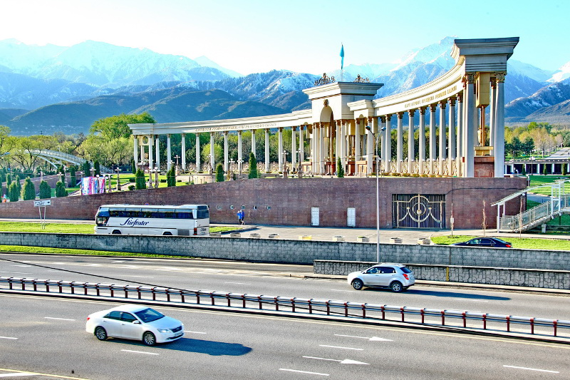 Тысячи детей и их родители отметили праздник в Алматы