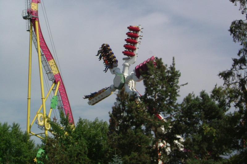 В парке «Мир Фантазий» Алматы прокомментировали ЧП с аттракционом