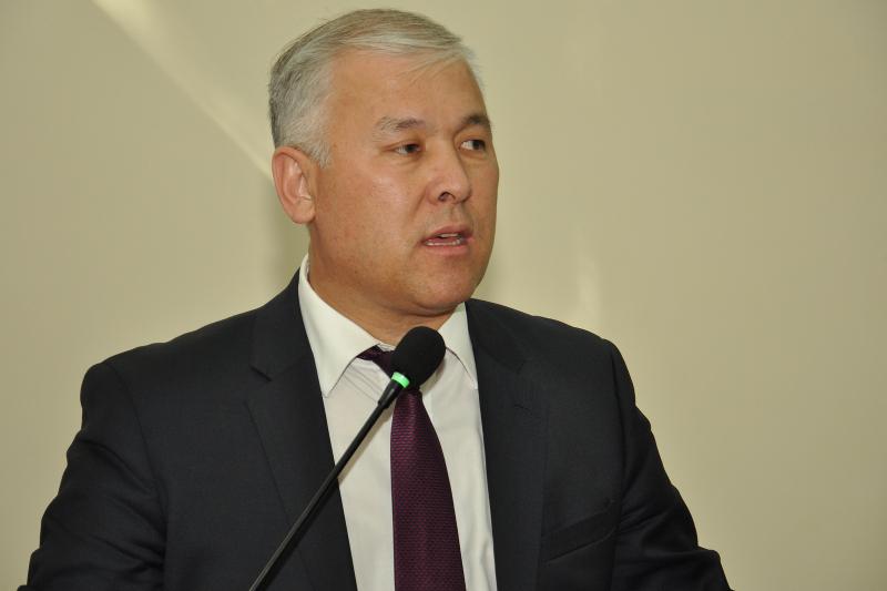 Не гостеприимство, а коррупция - Мурат Абенов о традиции «встречать» чиновников