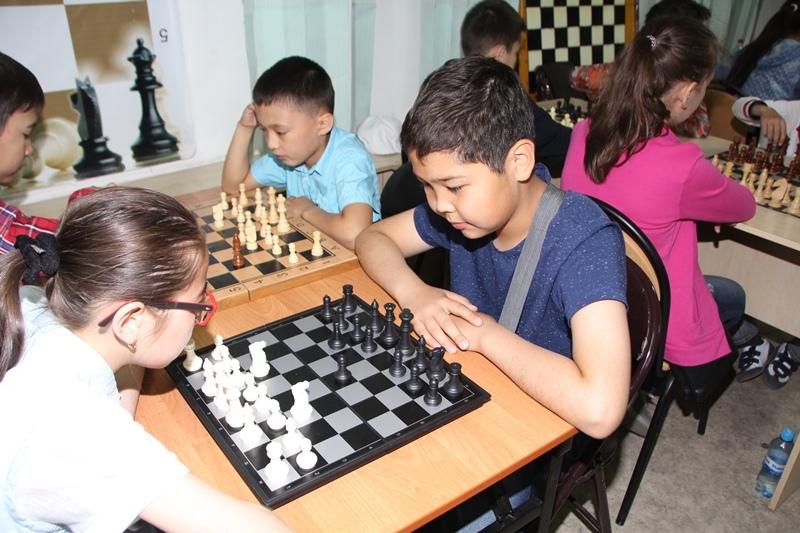 Около 700 юных шахматистов сразятся за титул чемпиона Казахстана