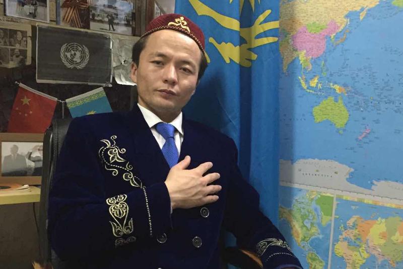 В Китае свыше 2 тыс. казахов отдают дань памяти жертв политических репрессий