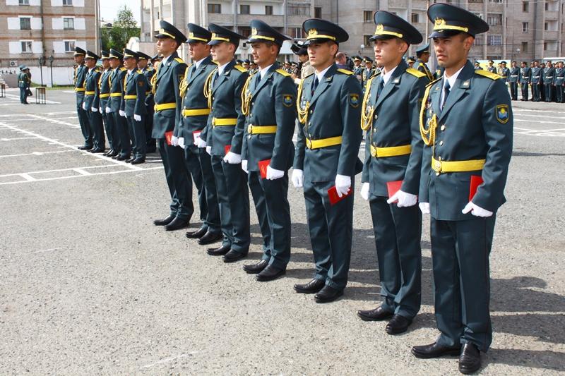 彼得罗巴甫尔军校155名军官毕业