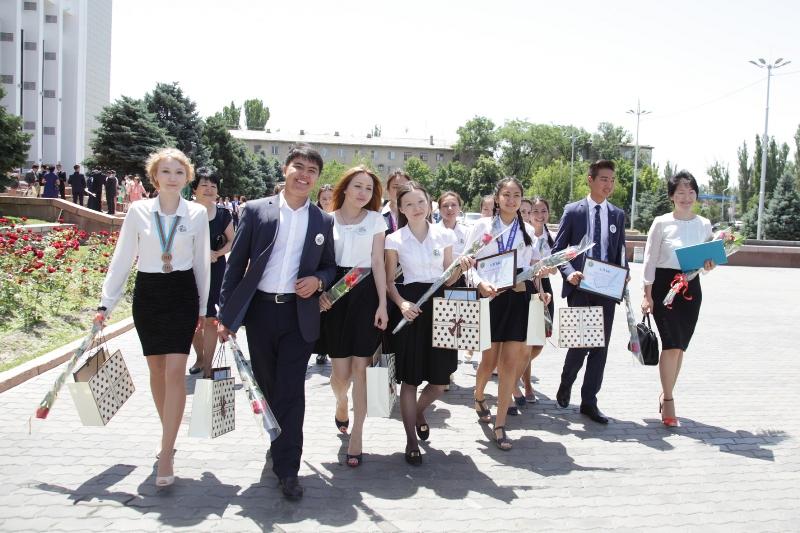 Аким Жамбылской области встретился с одаренными детьми (ФОТО)