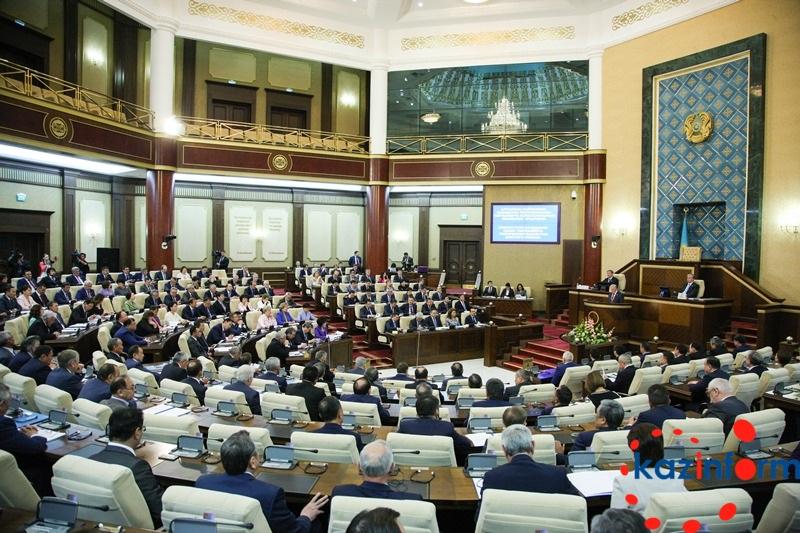 В Астане началось совместное заседание палат Парламента РК (ФОТО)
