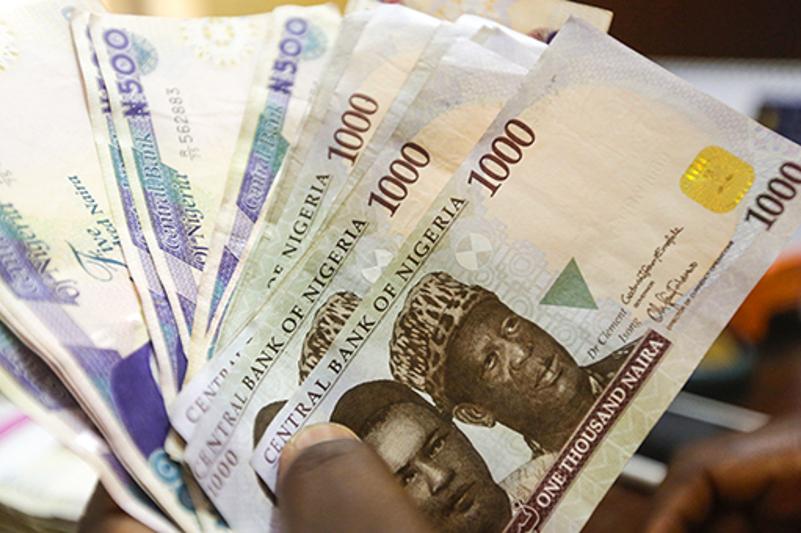 Нигерия девальвировала свою валюту на четверть