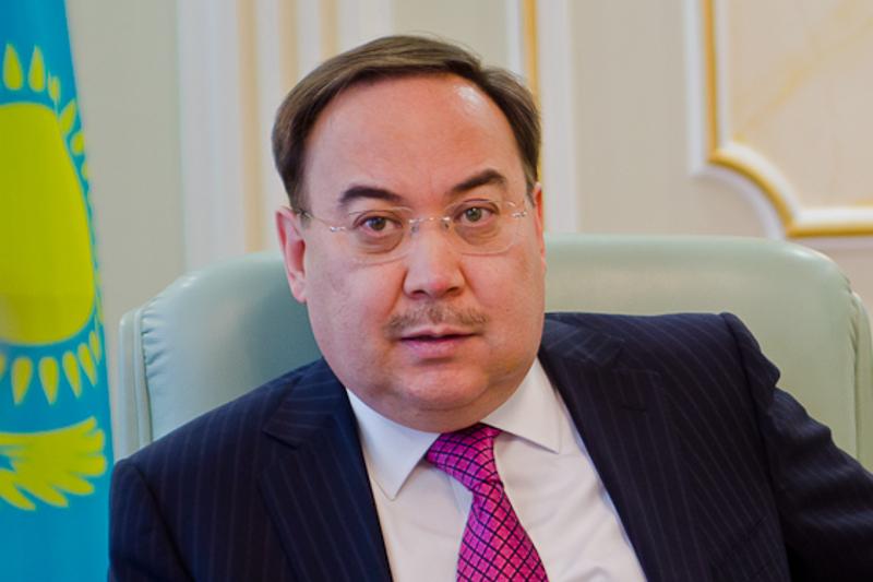 Kazakh Ambassador Kazykhanov visits Eton College