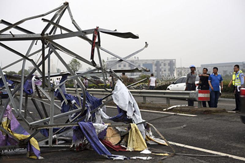 В Китае в результате урагана погибли 78 человек (ВИДЕО)