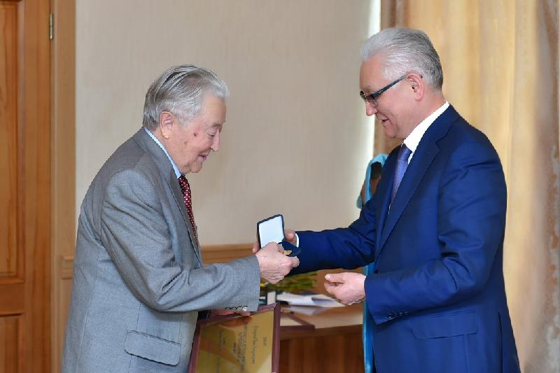 Ветераны труда Газиз Есмуканов и Иван Куропаткин удостоены звания «Почетный гражданин СКО»