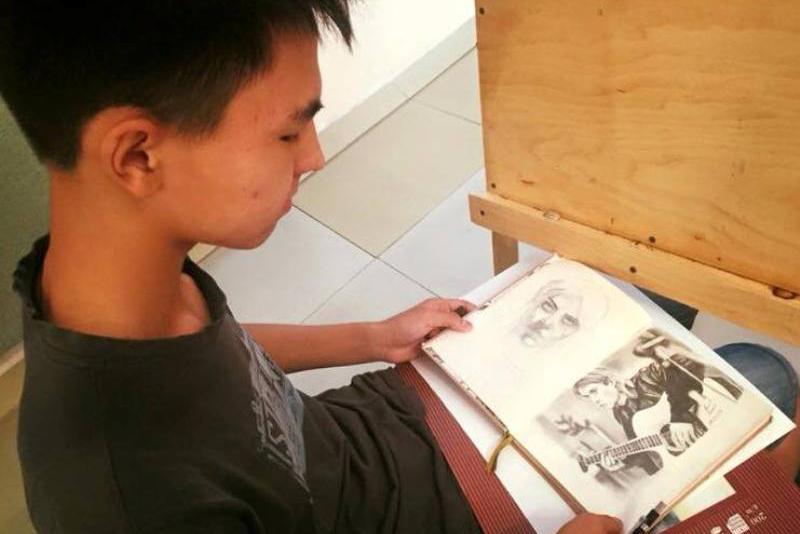 В ЮКО прошла выставка-конкурс для юных художников с ограниченными возможностями (ФОТО)