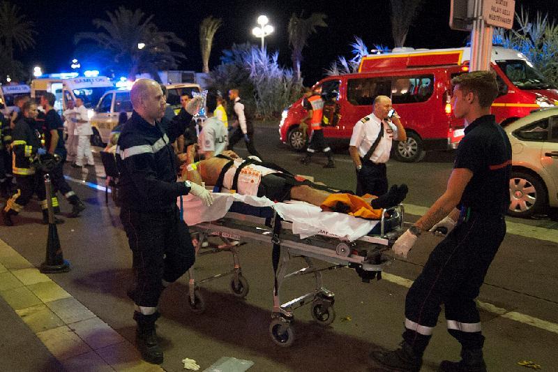 80-ге жуық адам Ниццадағы терактінің құрбаны болды (ФОТО, ВИДЕО)