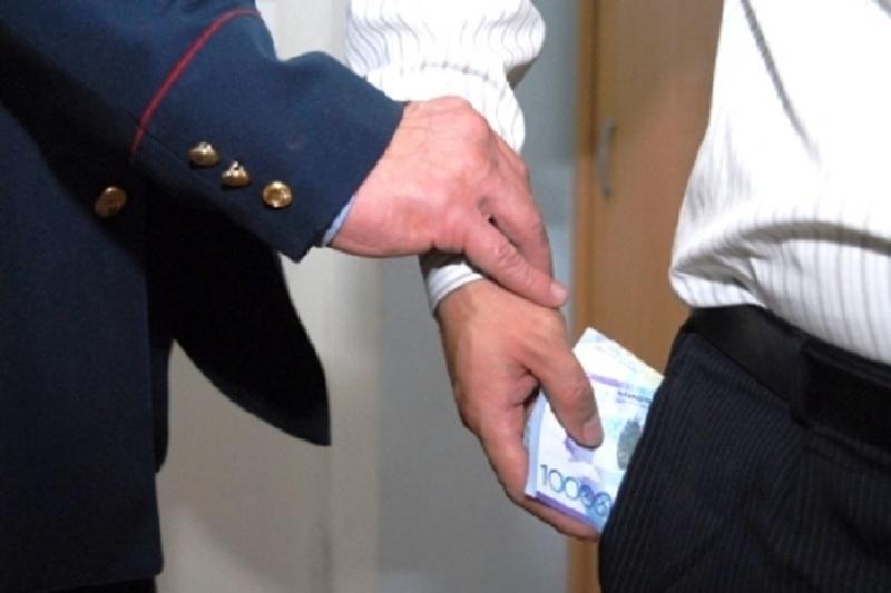 Алматы облысында 5 мектеп директоры парамен ұсталған