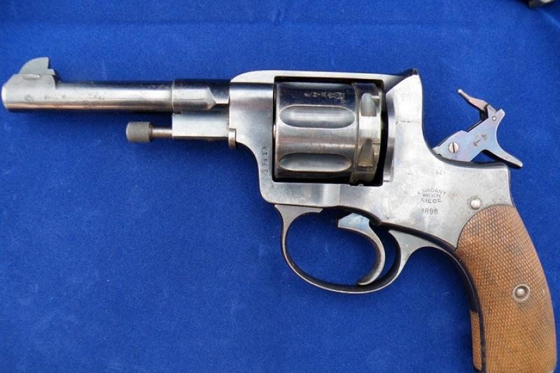 Петропавлдық сирек кездесетін револьвер тауып алды