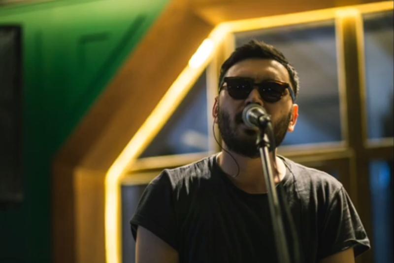Казахская песня Галымжана Молданазара попала на португальское радио (ВИДЕО)