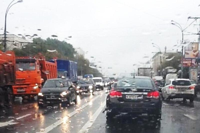 Heavy downpour causes traffic jams in Astana