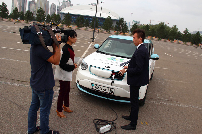 Журналисты протестировали первый электромобиль казахстанской сборки (ФОТО)