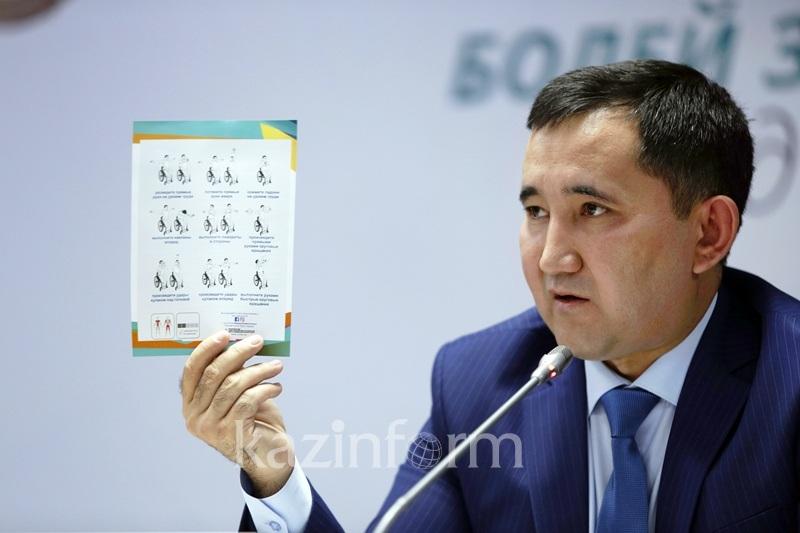 В Астане раздают листовки с расписанием выступлений казахстанцев на Олимпиаде в Рио (ФОТО)