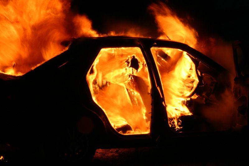 В Алматинской области сгорел автомобиль с водителем