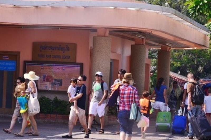 Туристам на Пхукете рекомендуют не выходить из отелей - казахстанка