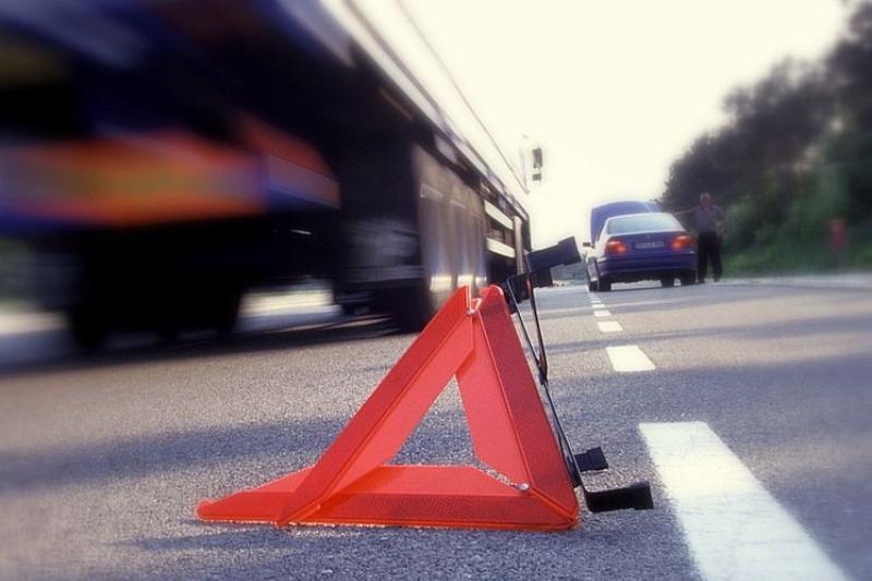 В Алматинской области иномарка врезалась в грузовик: погибли 2 женщины