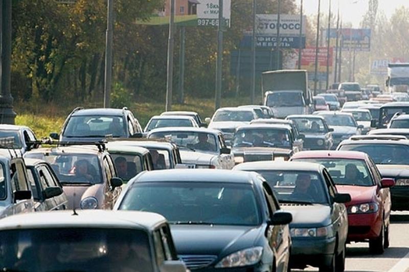 В Атырау у должников отбирают машины