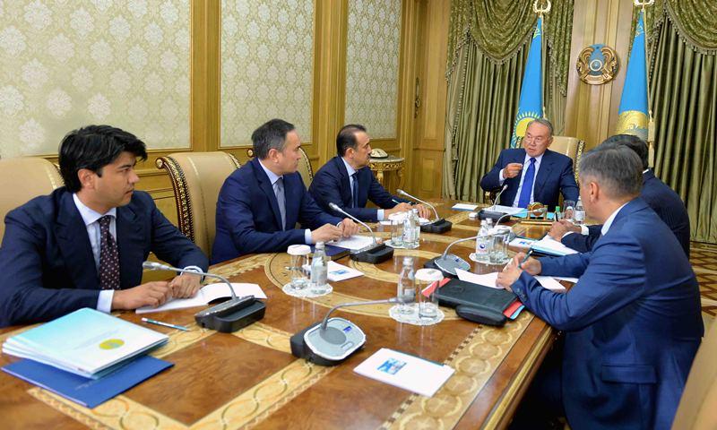 纳扎尔巴耶夫将土地法修正案冻结令延长5年