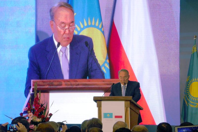 Нұрсұлтан Назарбаев Польшаны ЕАЭО-дан қорықпауға шақырды