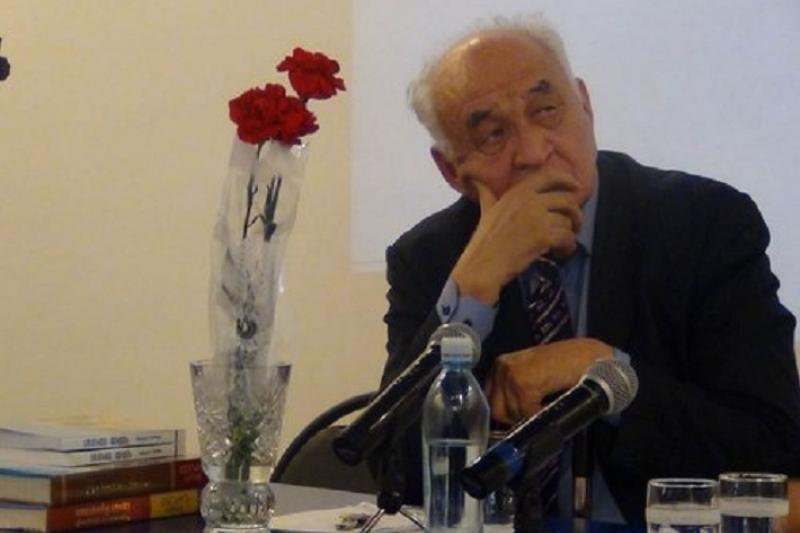 Medeý SÁRSEKE: Elbasymen aqyldasa otyryp polıgondy jabýǵa birinshi qadam jasaǵan - Keshirim Boztaev