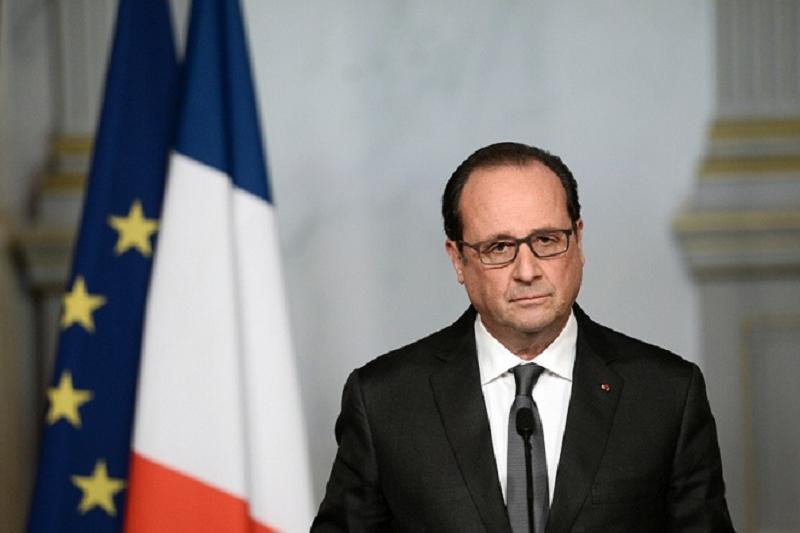 Франция президенті мінберде сөйлеп тұрғанда мылтық атылды