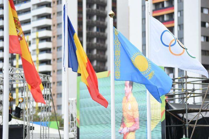 里约奥运村升起哈萨克斯坦国旗