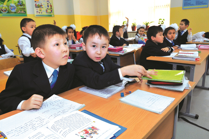 Атырауские школьники учатся в три смены
