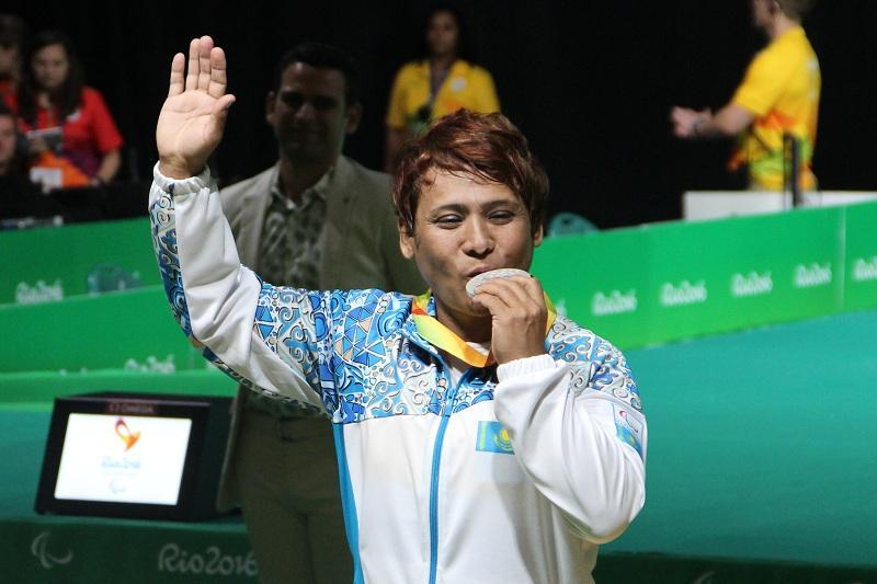 里约残奥会:拉吾善•阔依什巴耶娃获得女子举重比赛银牌
