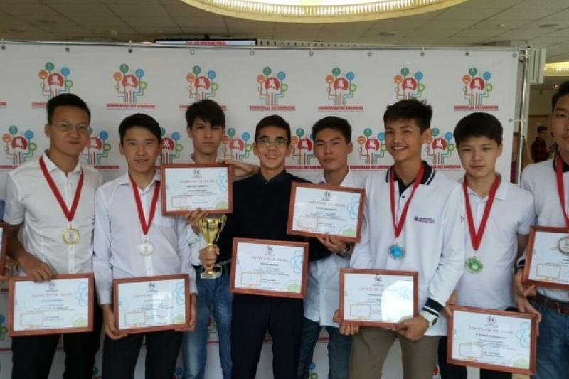 Столичные школьники успешно выступили на олимпиаде в Москве